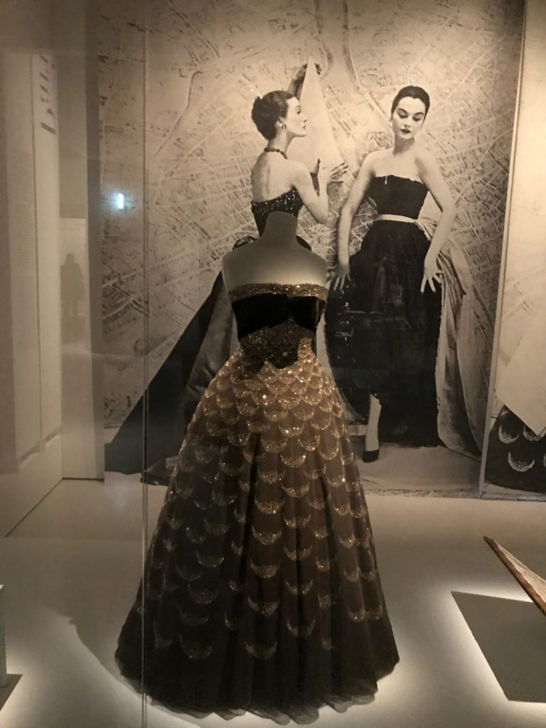 ashadedviewonfashion.com-harpers-bazaar-first-in-fashion-1st-fashion-magazine-in-the-world-at-musee-des-arts-decoratifs-img-7274-768x1024